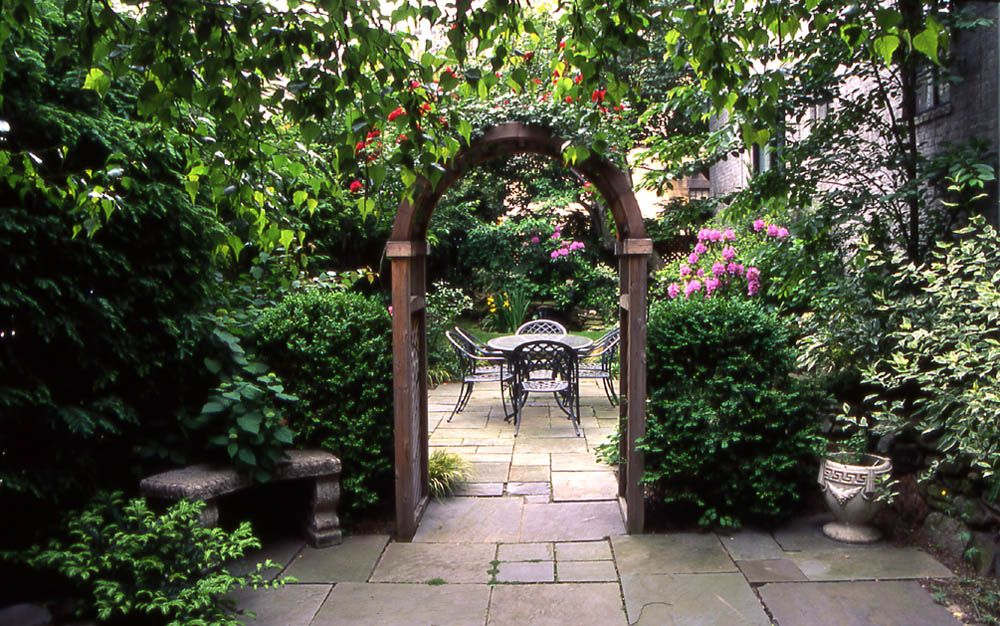 Garden decorations garden decorating ideas photograph for Garden design ideas victorian terrace
