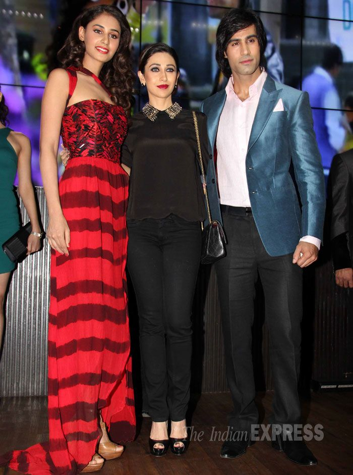 Karisma Kapoor poses for the cameras, flanked by 'Karle Pyaar Karle' lead actress Hasleen Kaur and Shiv Darshan. #Fashion #Style #Bollywood #Beauty