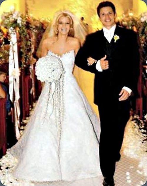Jessica simpson 39 s wedding to nick lachey was gorgeous i for Jessica simpson wedding dress