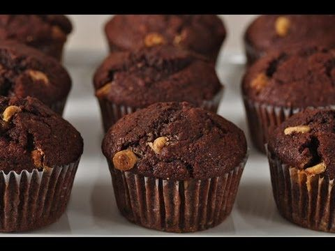 Learn how to make chocolate muffins. Here goes a simple and easy recipe. Subscribe 구독 http://bit.ly/eugeniekitchen BLOG http://eugeniekitchen.com 유지니 키친 한국어 ...