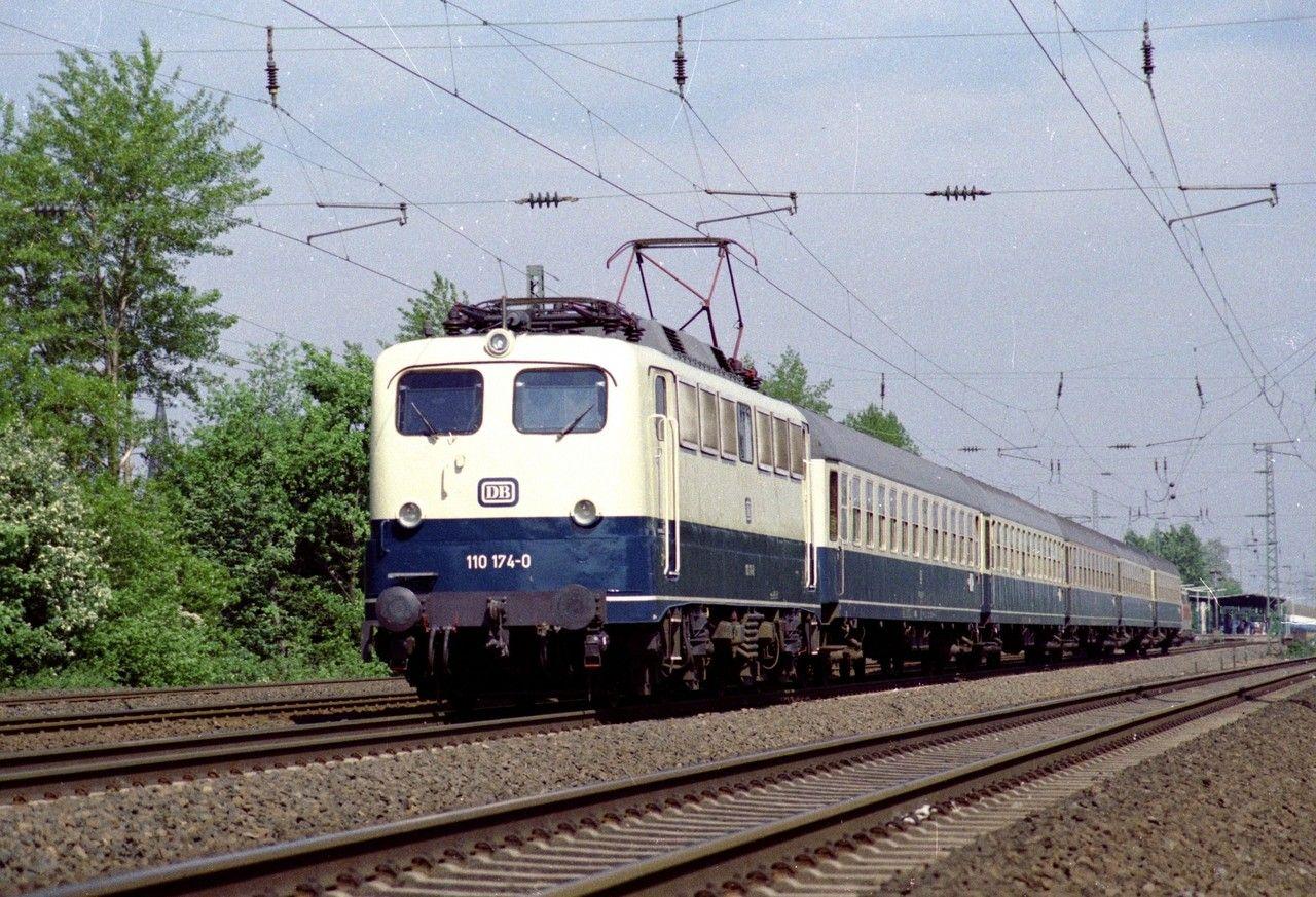 Kurzer Sprung zurück nach Düsseldorf, wo sich 110 174 mit