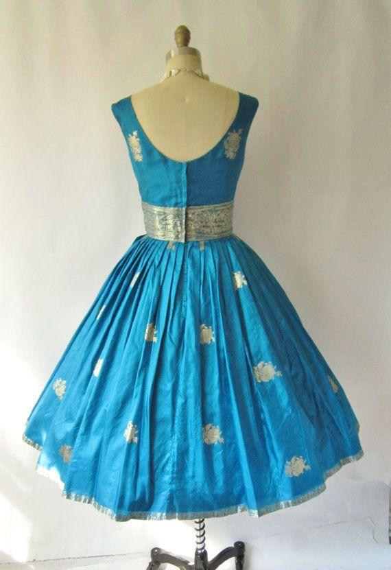 Sari Dresses in Vogue : Shopping for Festive Season #saridress