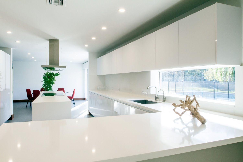 Sleek white contemporary style kitchen idea features minimalist High ...