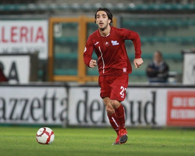 Italian footballer dies after collapsing on the pitch, all ...
