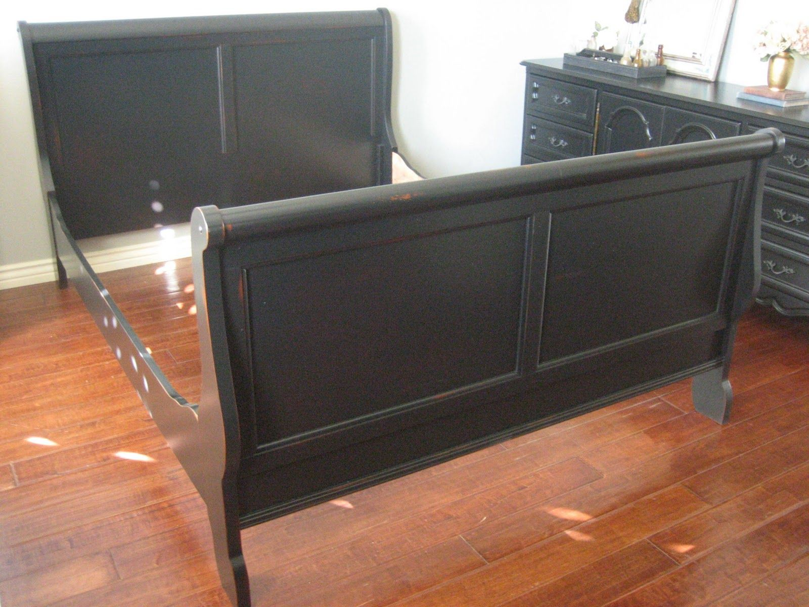 black distressed furniture | ... size sleigh bed in a sleek black ...