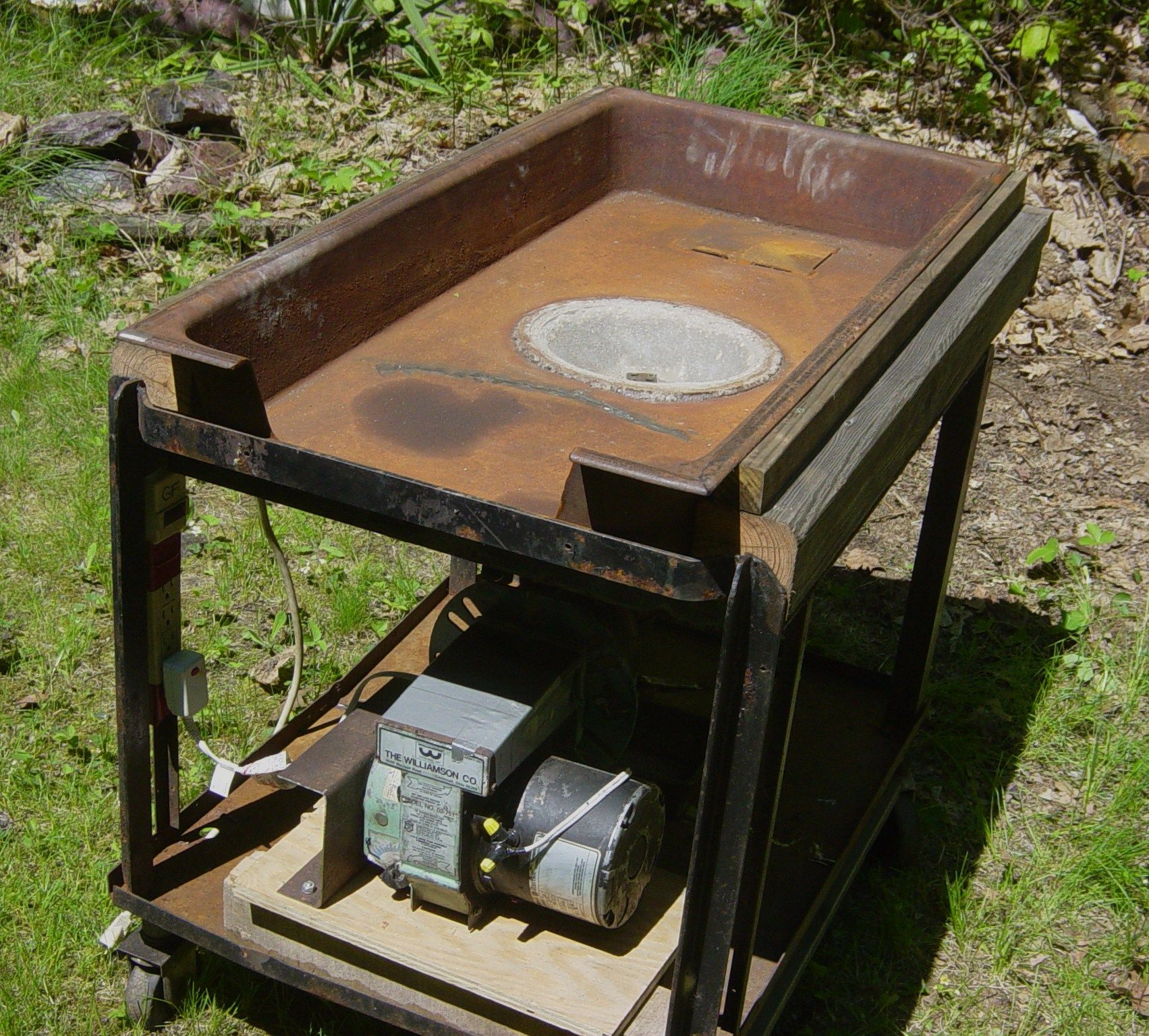 Homemade coal forge from almost all free parts. Oil ...