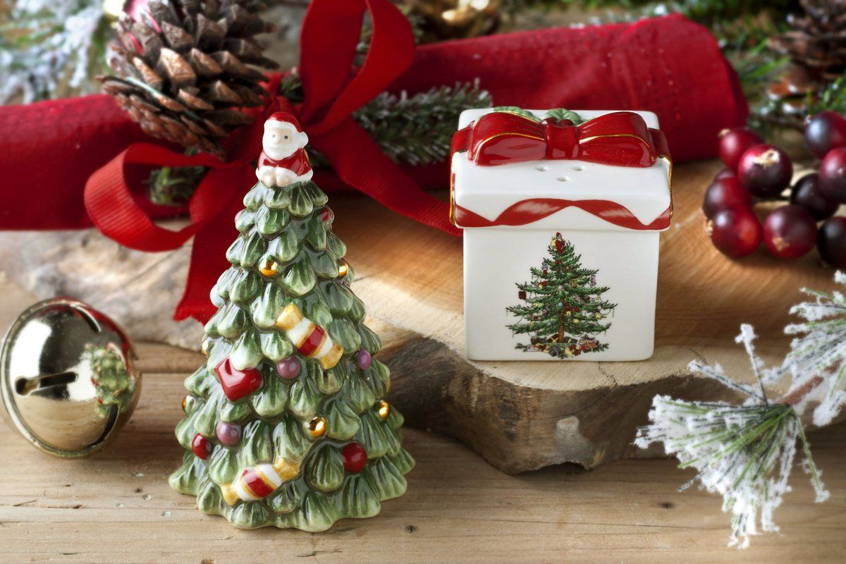 Spode Christmas Tree Figural 2 Piece Tree And Gift Box Salt And Pepper Set Spode Christmas Spode Christmas Tree Christmas Tree Collection
