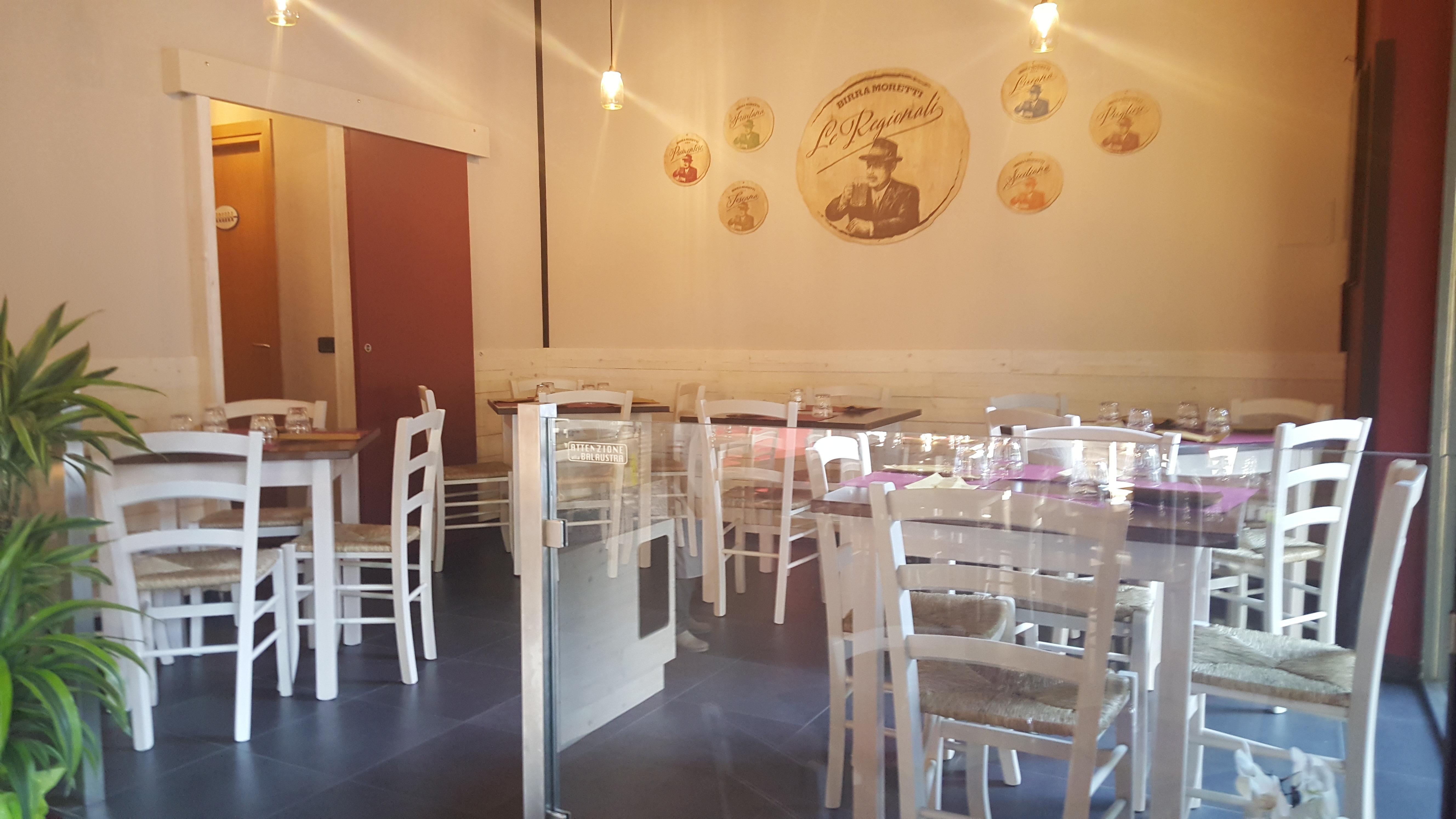 Pin di sedie tavoli ristoranti maiero su arredi eseguiti - Tavoli e sedie per pizzeria ...