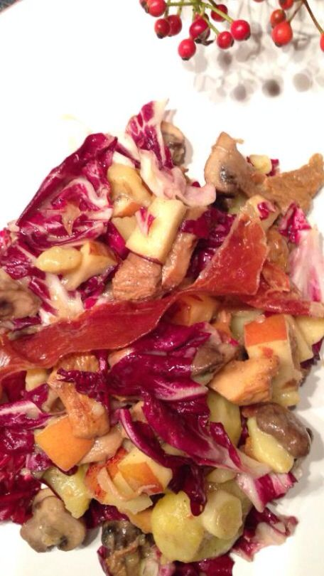 Salad for late summer or early fall days with apple, mushrooms and potatoes - love it!