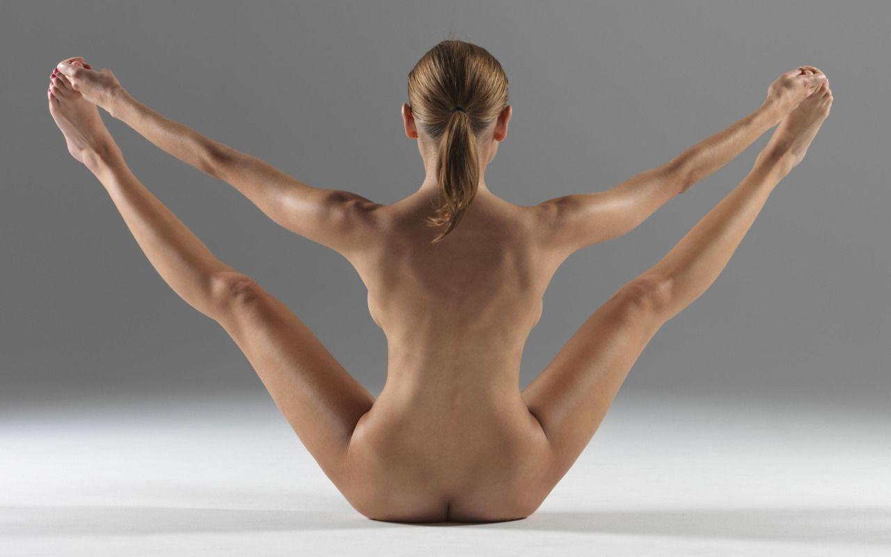Ladies & Sport: Naked Yoga