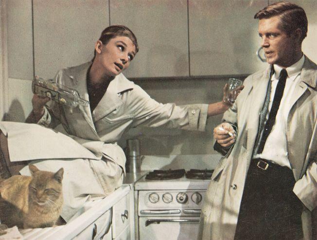 Trench, le vêtement d'officier -Audrey Hepburn - Diamant sur Canapé - 1961