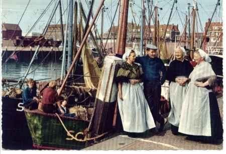 Scheveningen - 1967 - vissershaven - klederdracht