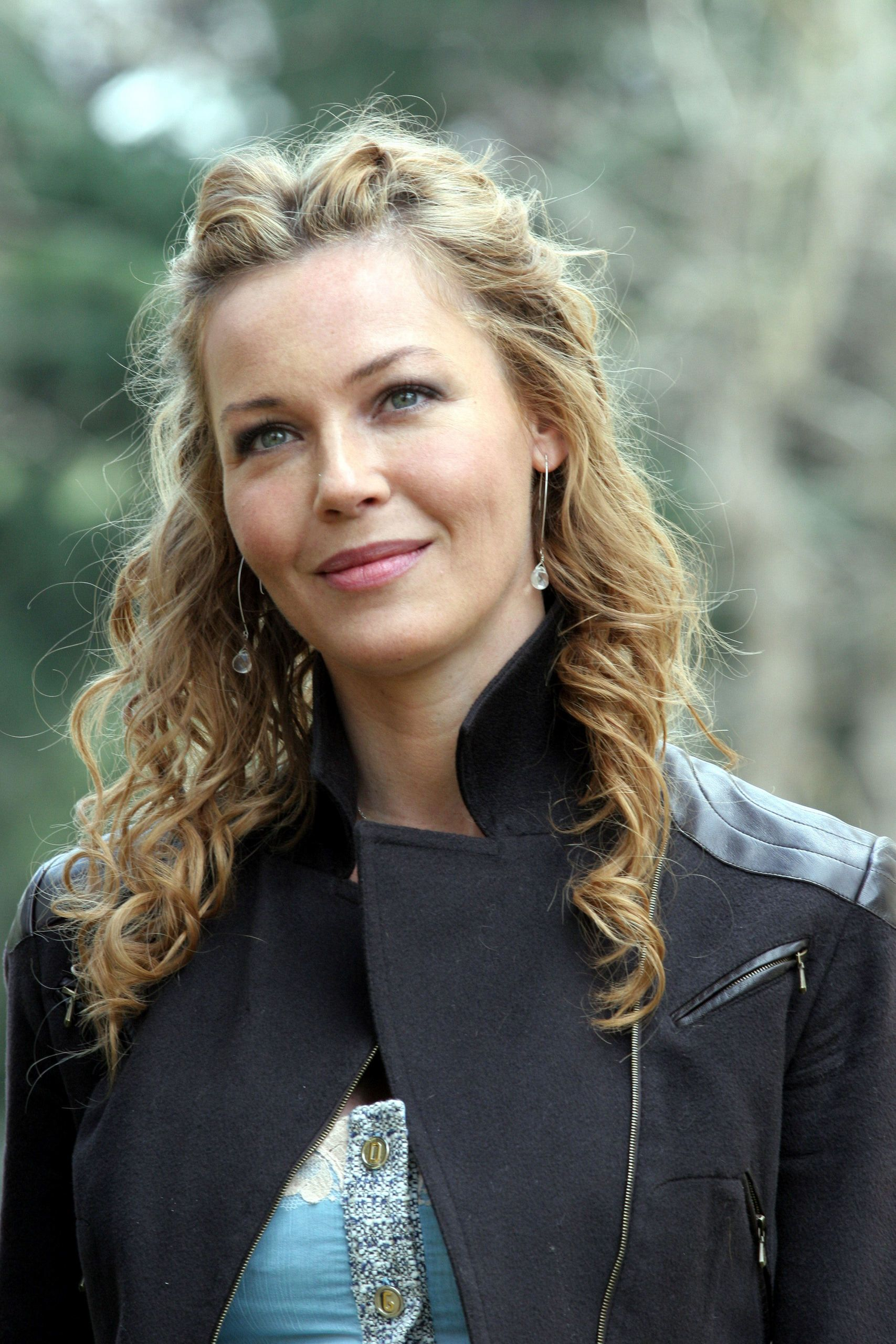 connie nielsen religion