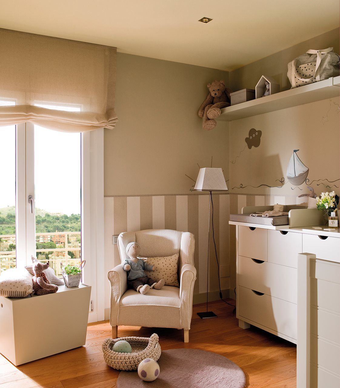Beige Y Blanco Un Cl Sico Ideal Cuartos Infantiles Pinterest  ~ Pintura Para Habitaciones Infantiles