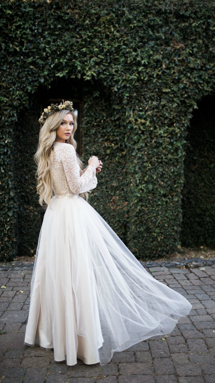 Boho Bride Camilla Lace Bell Sleeve Top And Willow Maxi Tulle Skirt By Bliss Tulle Model Stephani Wedding Dress Long Sleeve Wedding Skirt Wedding Dresses