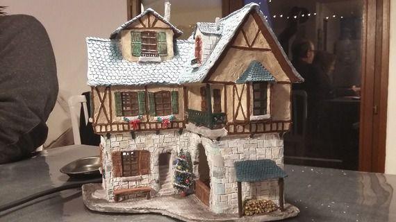 Maison miniature, pour village de noël. Ferme auberge en 1900, avec éclairage intérieur. Pièce unique réalisée à la main.