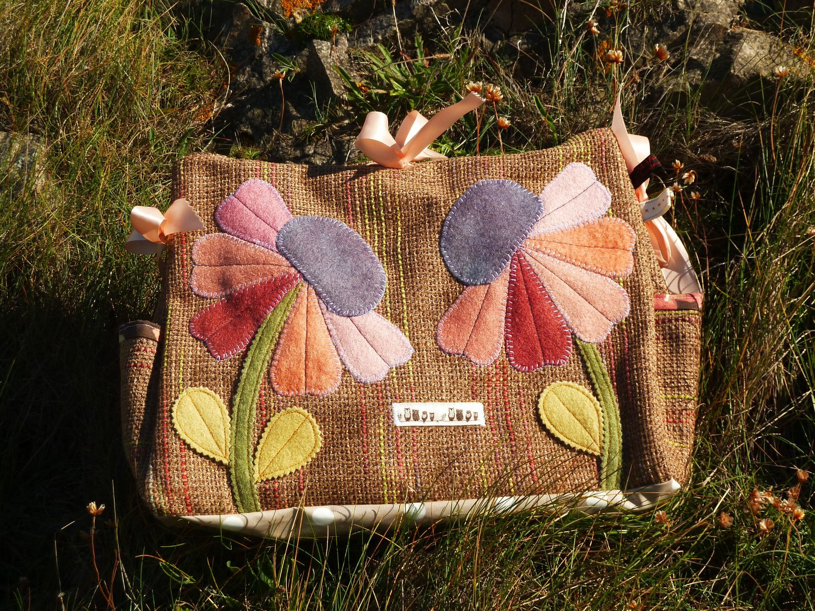 Wool applique bag bags bags and more bags pinterest wool wool applique bag publicscrutiny Image collections