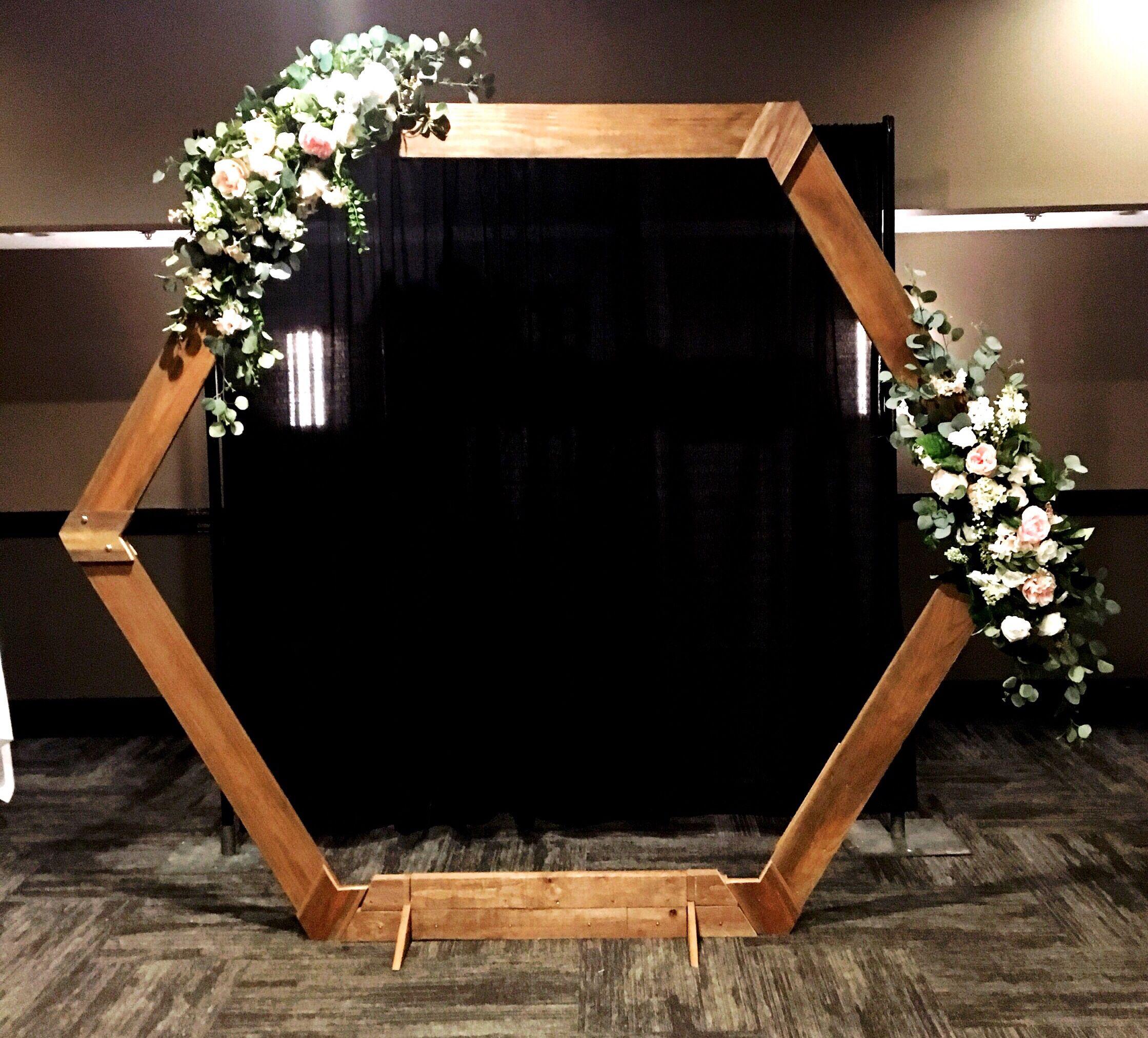 Stylish Wedding Ceremony Decor: Wedding Ceremony Backdrops. Modern Hexagon, Event Decor