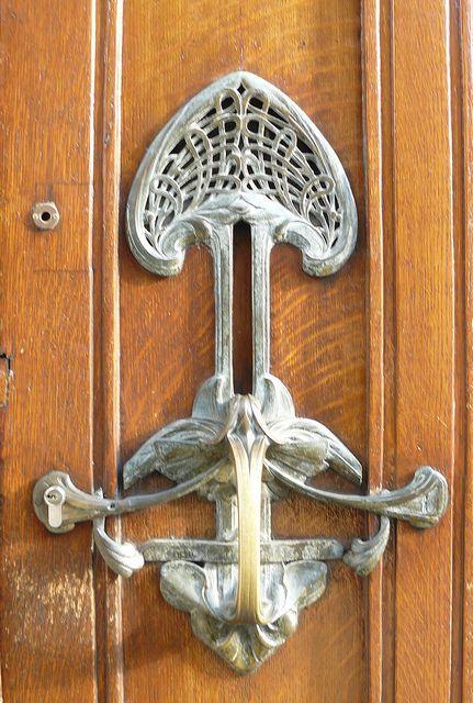 Door handle or knocker?