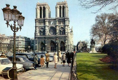 Parvis Notre Dame - Place Jean Paul II