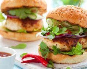 Burger thaÏ au poulet, poivron, concombre et coriandre