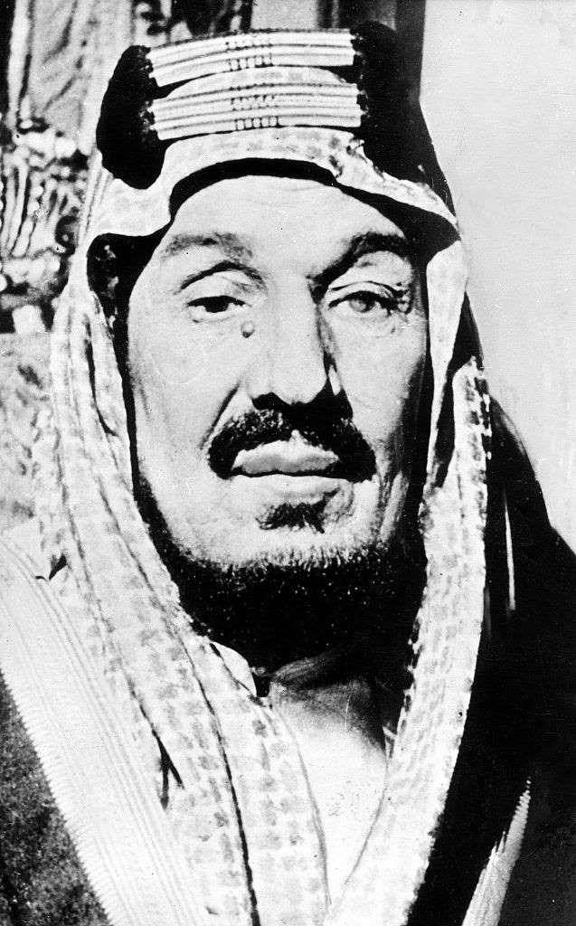 1932 توحيد جميع الجزيرة العربية التي سيطر عليها بن سعود تحت اسم المملكة العربية السعودية وتنصيب National Day Saudi Portrait Drawing Saudi Arabia Flag