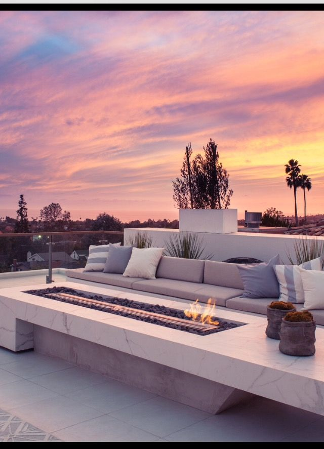 15 Compelling Contemporary Exterior Designs Of Luxury Homes You Ll Love: Modern Outdoor Patio, Rooftop Terrace Design, Rooftop Design