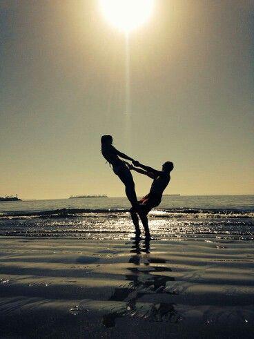estira miento  fotografia de poses na praia fotos de