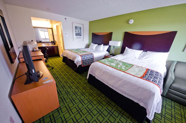 The Clarion Hotel Anaheim Is A Full Service Located Just One Block From Disneyland Our Pinterest Hotels Convention Centre And