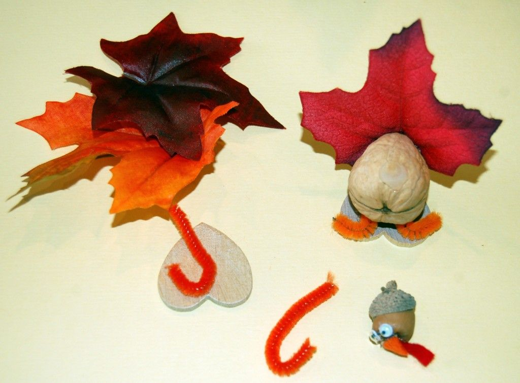 Kid-Friendly Craft: Thanksgiving Turkey Place Card Holders