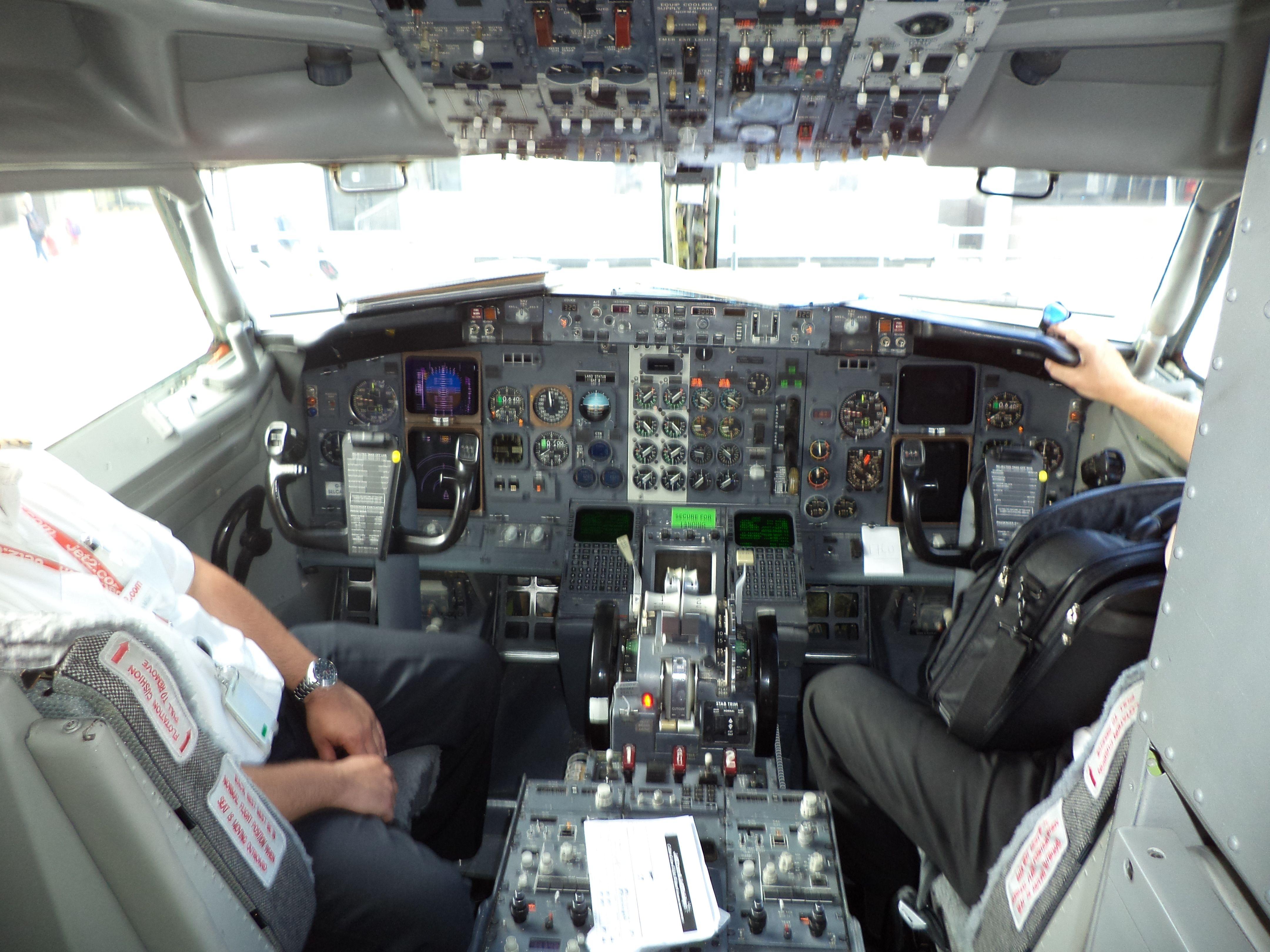 jet2 com boeing 737-300 cockpit | PLANE LOVE 3 | Flight deck, Plane