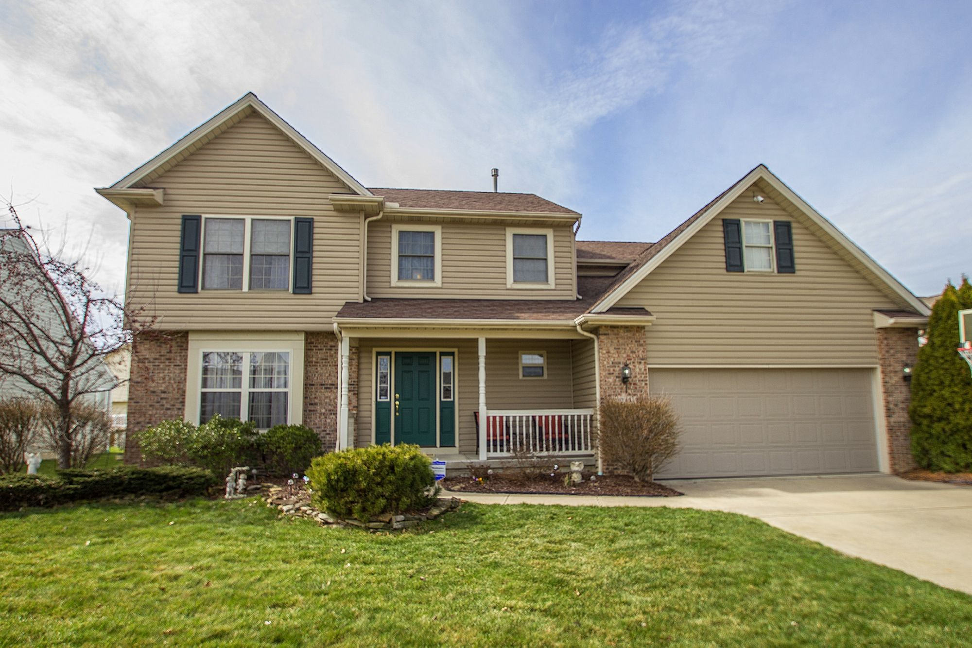 Want to have your own a home with a personal #resort style backyard? Check out our new 4 Bedrooms, 2.5 bathrooms Baths Colonial in #Elyria to see what you're missing!   Contact us for a private showing of this private home paradise!   (http://tour.circlepix.com/home/FKCJ6W)