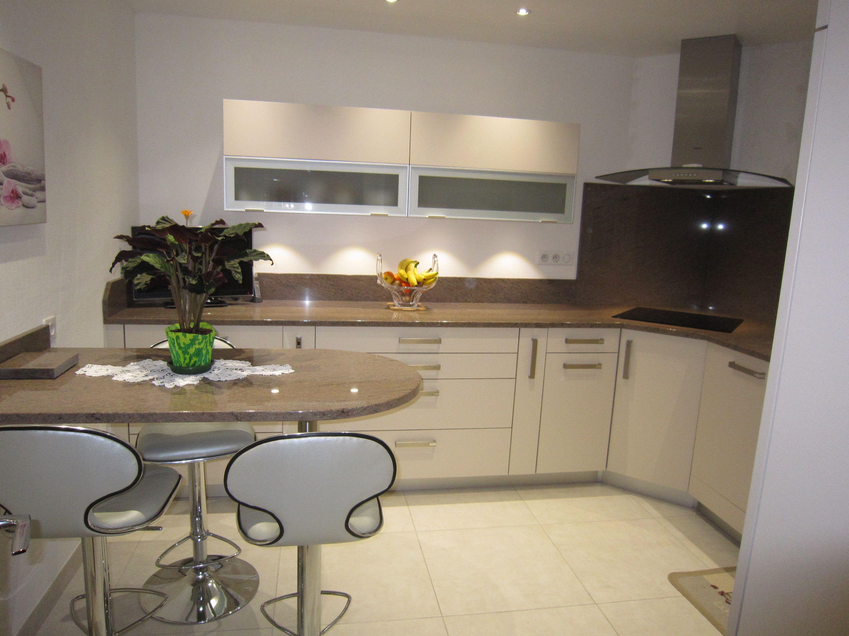 Faience Cuisine Beige Et Marron réalisation cuisines couloir : modèle beige rosé avec plan