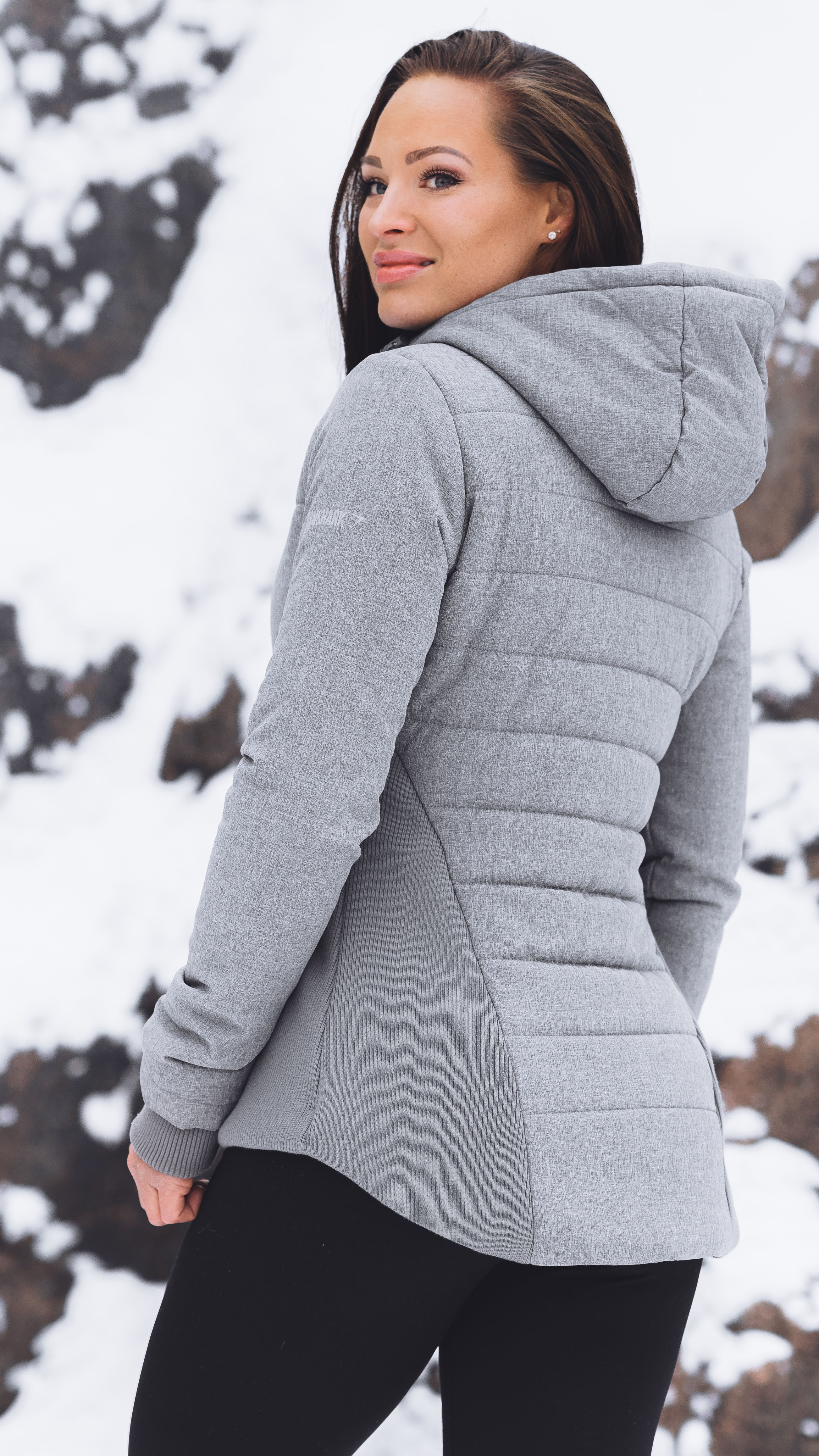 The Reflective Logo Of The Gymshark Mellow Puffer Jacket Ensures You Stay Visible As The Days Get Sho Winter Fashion Outfits Puffer Jackets Fall Winter Outfits [ 4630 x 2605 Pixel ]