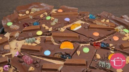 لوح شوكولاتة مزين بالسكاكر Recipe Desserts Pudding Food