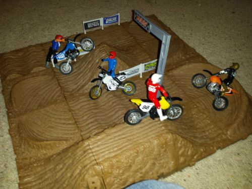Jakks Pacific Mxs Motocross Race Track Set Dirt Bikes