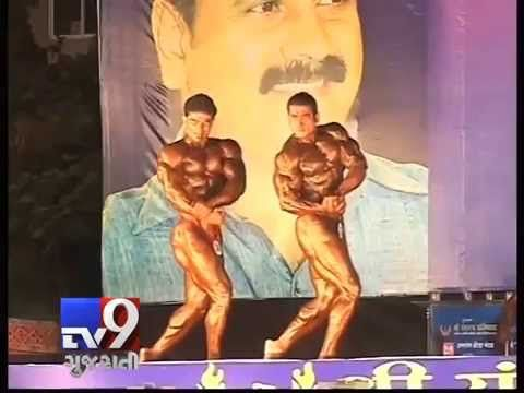 Mumbai: A four-time Mr India winner, bodybuilder Suhas Madhukar Khamkar, has been arrested by the Panvel's unit of the Anti- Corruption Bureau (ACB) for allegedly demanding and accepting bribe of Rs 50,000.  For more videos go to http://www.youtube.com/tv9gujarati  Like us on Facebook at https://www.facebook.com/tv9gujarati Follow us on Twitter at https://twitter.com/Tv9Gujarat Follow us on Dailymotion at http://www.dailymotion.com/GujaratTV9
