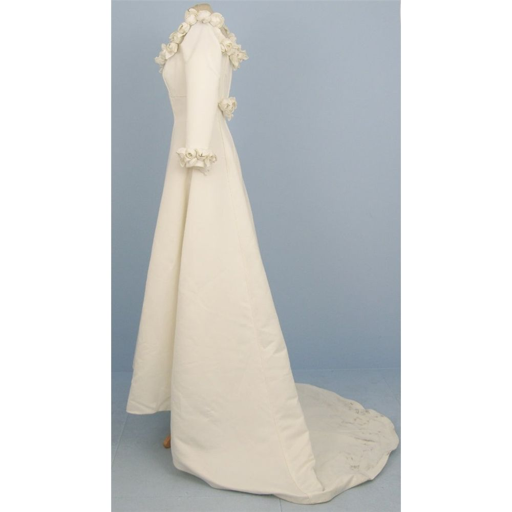 Rena Koh - Size 12 - ivory - Rosebud wedding dress | Oxfam GB | Shop ...