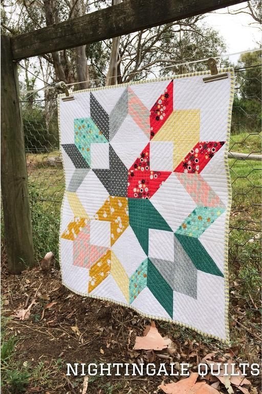Swift Wreath Quilt - Pattern available on Craftsy.com I love the idea of one huge block making up the entire quilt!
