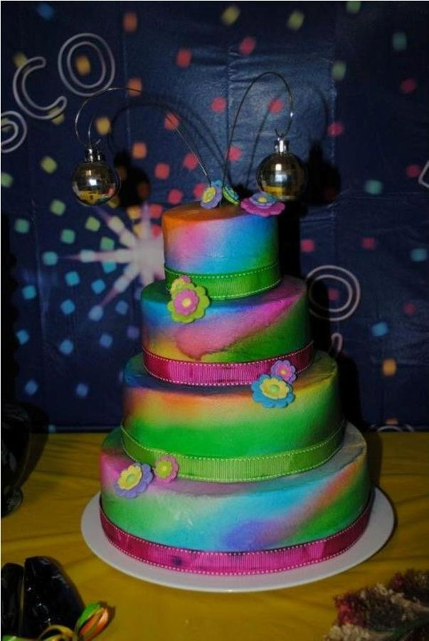 70s Themed Wedding Cakes Renewed Their Wedding Anniversary And Did