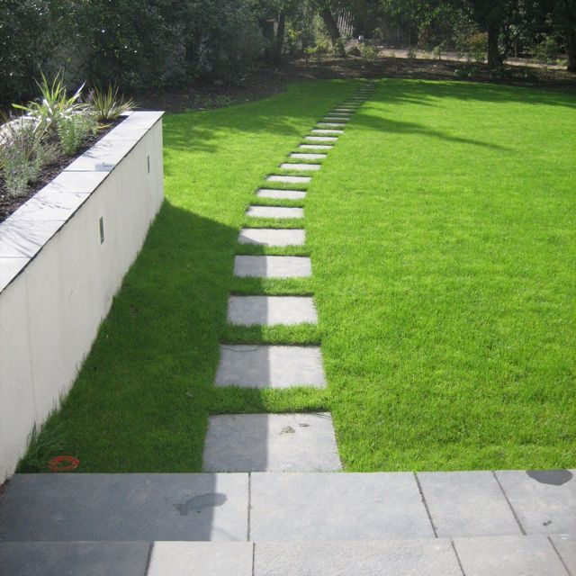 Flagstone paths and walkways in grass flagstone path for Stone path in grass