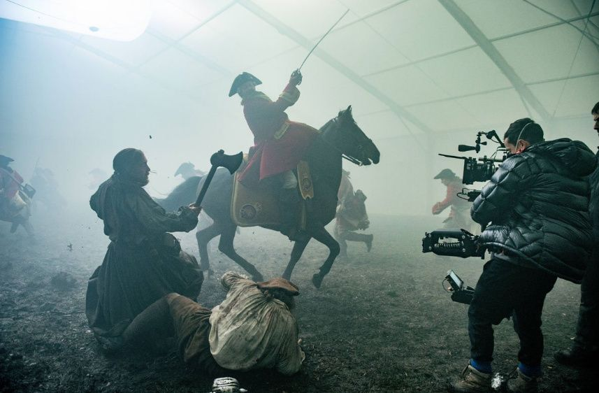 The Battle of Prestonpans | Behind the Scenes To control the levels of fog and mist used in the Battle of Prestonpans, the scenes were filmed inside a tent. The enclosed space allowed the fog to build up to levels thick enough to obscure the tent walls from the cameras and when combined with lighting, set decoration, and sound design, give the audience the look and feel of actually being outside.