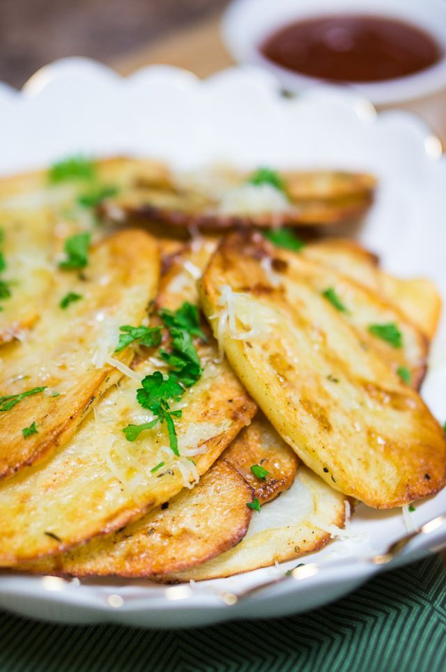 Baked Potato Slices - These appetizing potato slices are so delicious you will gobble them up in seconds.