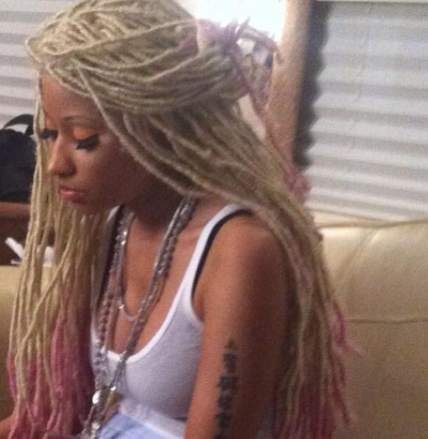 Nicki Minaj Was Rocking This Hair Dread Locks Dreads Pink And Blonde Blonde Dreadlocks Blonde Dreads Locs Hairstyles