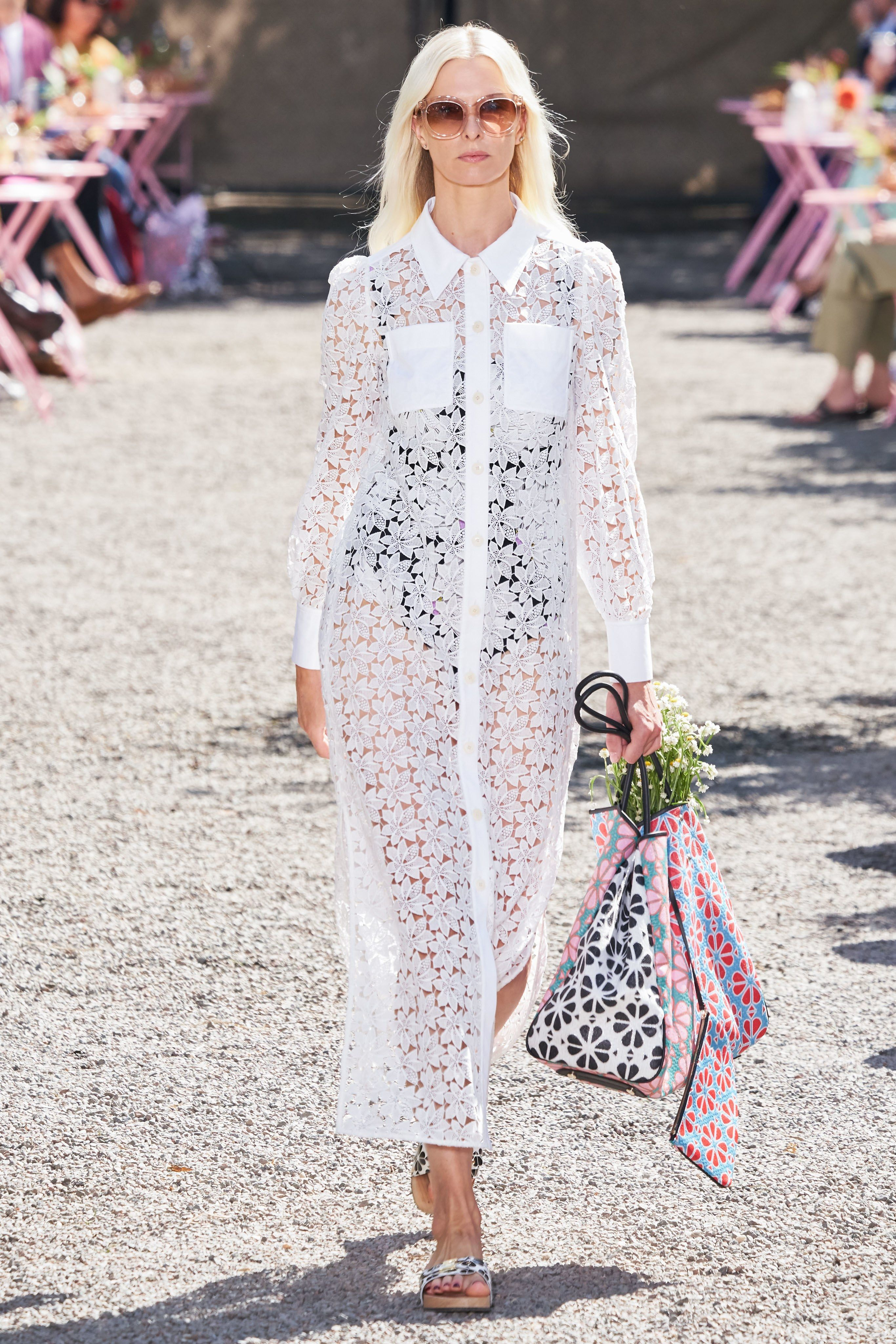 I Want That Bouquet In 2020 New York Fashion Fashion Show Fashion