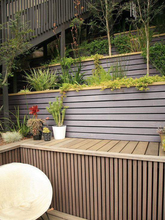 Jard n moderno de retenci n de madera paredes de dise o for Paredes de madera para jardin