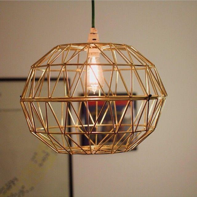 Vi ❤️ när vi får dela med oss av fantastiska DIYtips. Som det här från @mutron t ex: Två skålar (FASETT) och voilá: En supersnygg lampskärm!