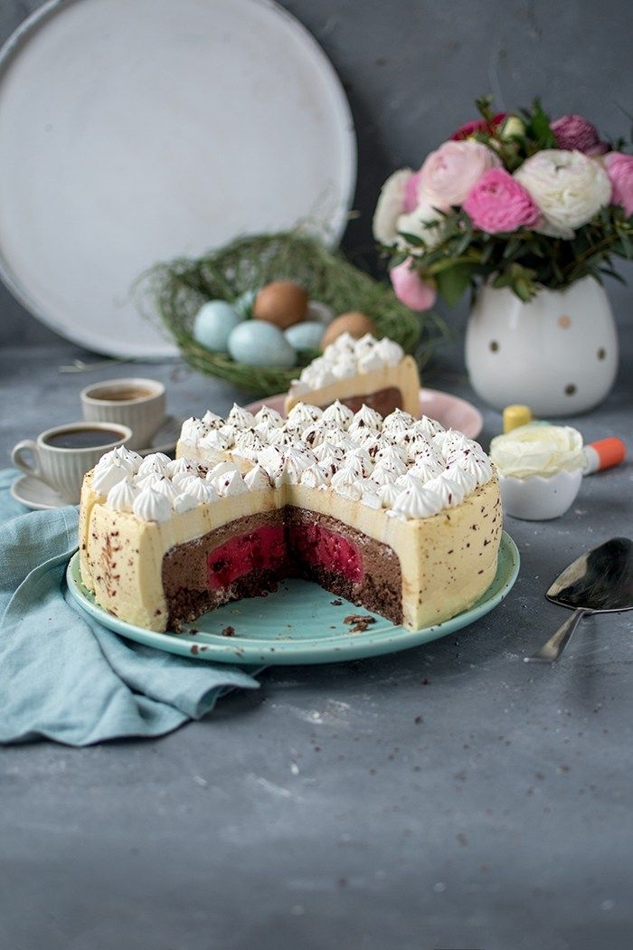 Photo of Eggnog mousse cake with a colorful core: large table for Easter ⋆ Crunchy room