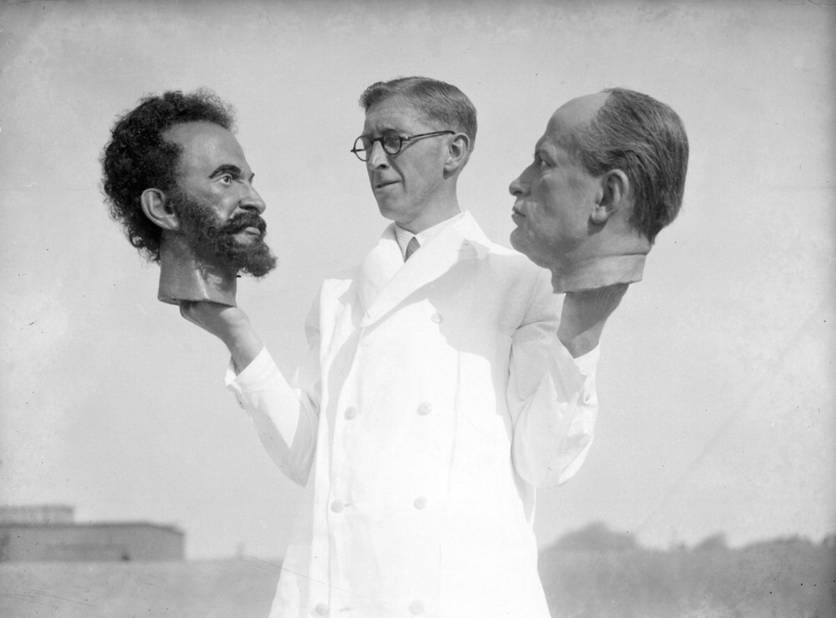 Bernard Tussaud Grandson Of Swiss Modeller Madame Tussaud Holds Two Wax Heads One Of Haile Selassie Rare Historical Photos Historical Photos Madame Tussauds