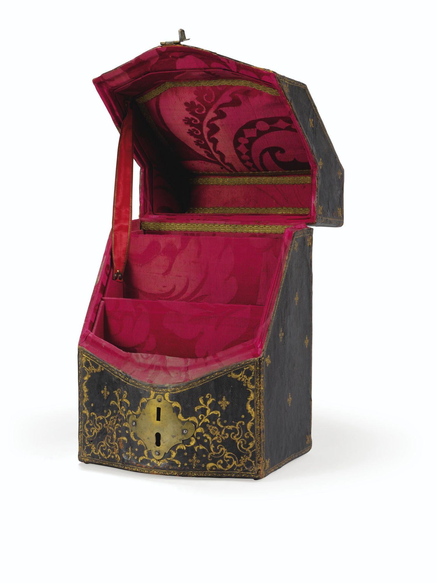 Leather Cutlery Case (Ecrin à couverts en maroquin brun doré aux petits fers d'époque Régence), circa 1720, Leon Gruel